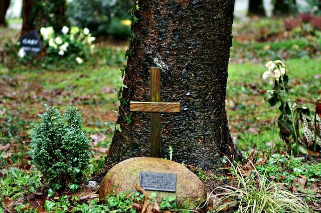 burial-79479_640